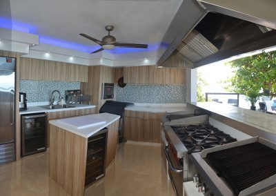 Oceanfront /Party Deck – Outside fully equipped kitchen